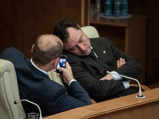Золото партии. Сколько миллионов находится на счетах  «Единой России» и почему о них не знают в Москве
