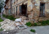 Старый дом обрушился в Ирбите. Власти города знали о возможном ЧП, но откладывали ремонт