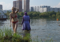 Интимные чувства девушки в буркини: купальщица взбудоражила московский пляж