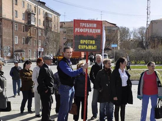 В свердловском «Домжуре» устроили потасовку с полицией и плакатами против «завода Ротенберга»