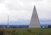Ураган разрушил пирамиду Голода на Рижском шоссе: видео