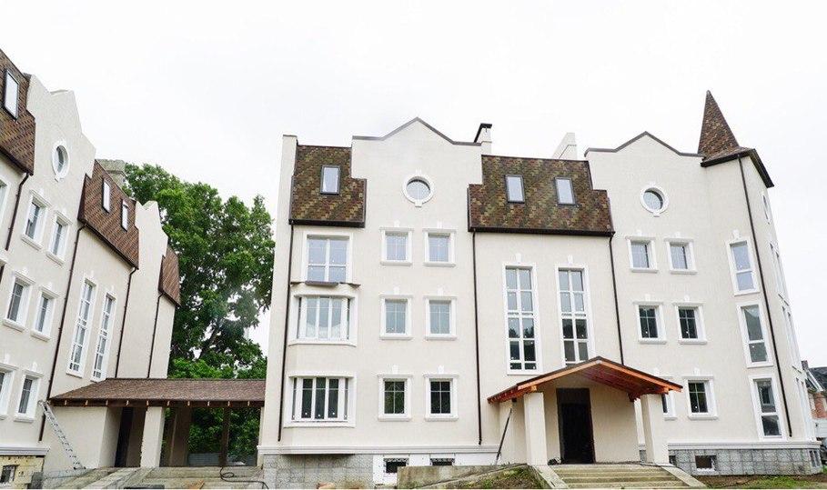 Бард Александр Новиков завершил строительство скандальной «Бухты Квинс»