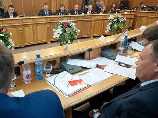 Гордума Екатеринбурга просит Администрацию рассекретить реальные зарплаты
