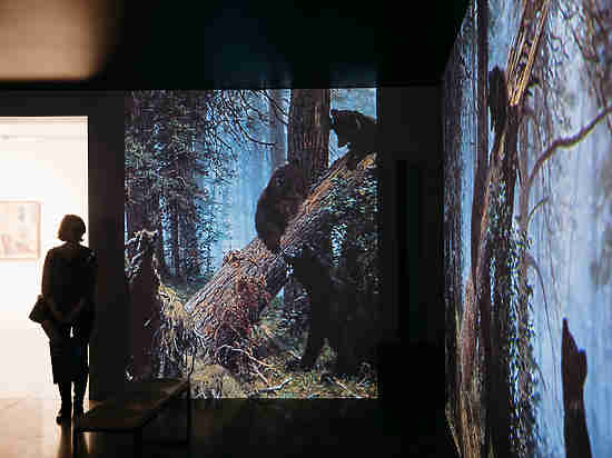 В Арт-галерее Ельцин Центра открылась выставка «Окна в Россию. Шедевры семи поколений»