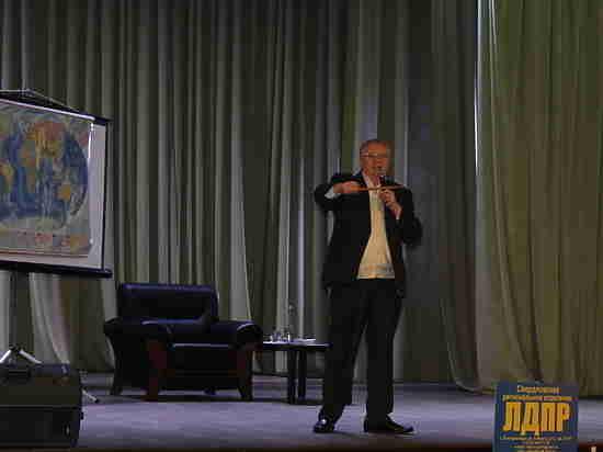 Жириновский попытался оправдаться за «дебильное население» и предложил добавить себя в «Ельцин-Центр»