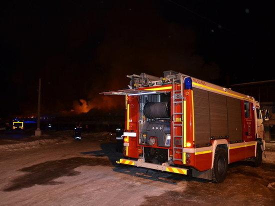 Ночью в Екатеринбурге горел склад площадью 2 тысяч квадратных метров