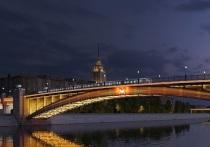 У Смоленского метромоста появится 18 режимов подсветки