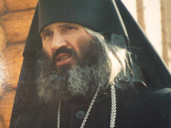 Схиигумен Сергий (Романов) читает Иисусову Молитву